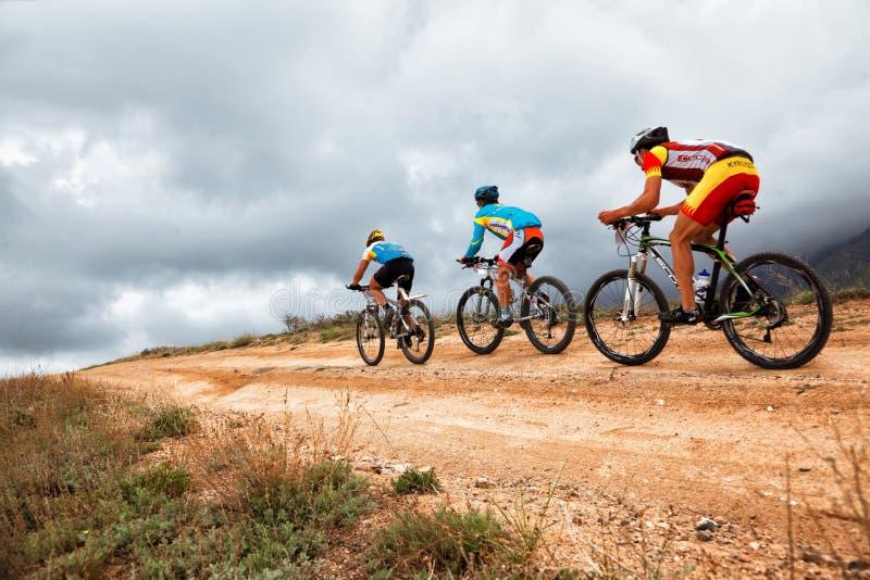 Competencia de la bici de montaña foto de archivo libre de regalías