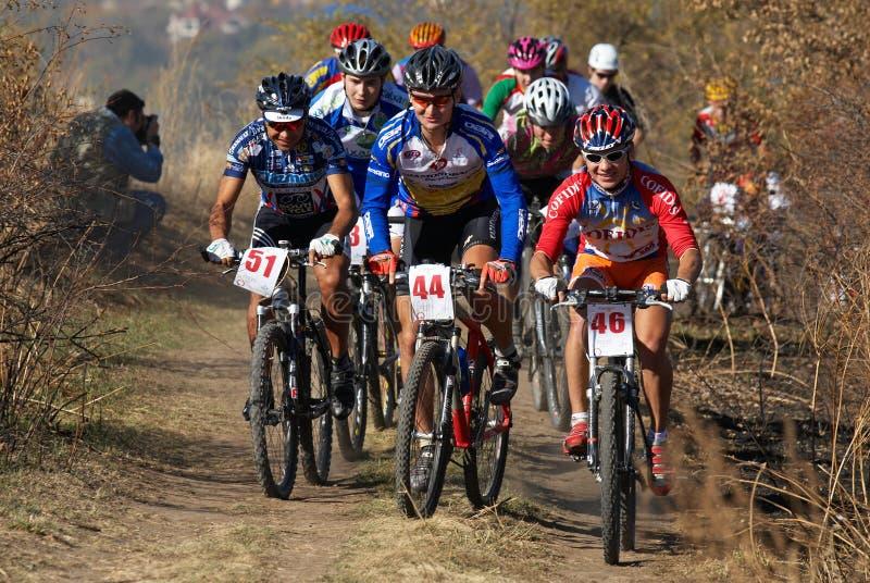 Competencia de la bici del montain del otoño imágenes de archivo libres de regalías