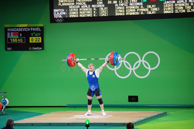 Competencia del levantamiento de pesas en las Olimpiadas Rio2016 imagenes de archivo