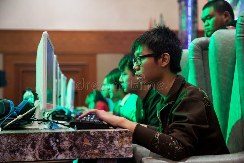 Competencia del videojuego en la demostración de juego de Indo 2013 foto de archivo