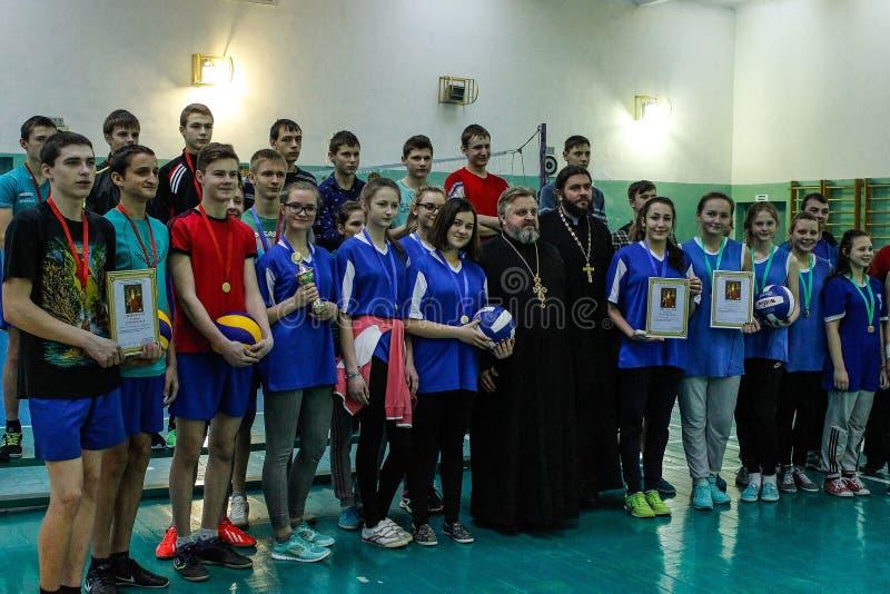 Competencia en la región de Gomel de Bielorrusia en voleibol bajo los auspicios de la iglesia ortodoxa imagen de archivo