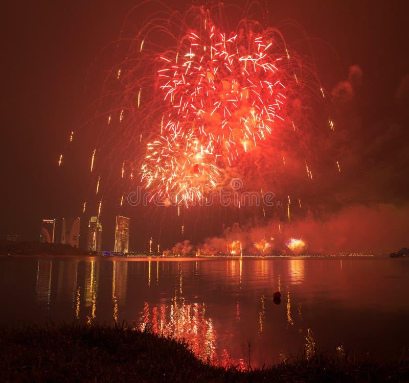 Competencia internacional 2013 de los fuegos artificiales de Putrajaya imágenes de archivo libres de regalías