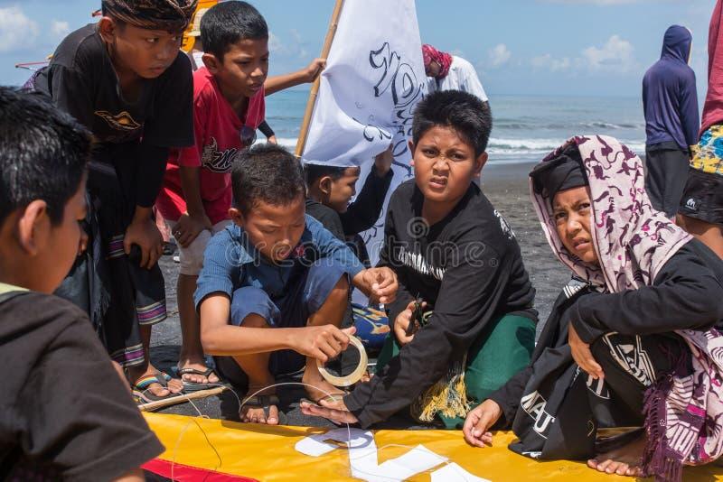 Competencia tradicional de la cometa en la playa en Bali, Indonesia de Sanur fotos de archivo libres de regalías