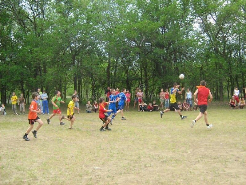Competencias de deportes en el campamento de verano de los niños imagen de archivo