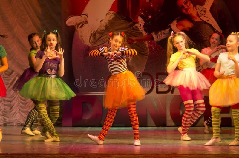 """Competencias en coreografía, Minsk, Bielorrusia de la """"danza global"""". foto de archivo"""