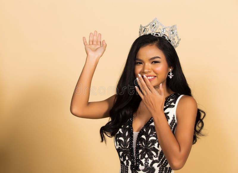 Competição da senhorita Beauty Pageant Queen no vestido asiático fotografia de stock