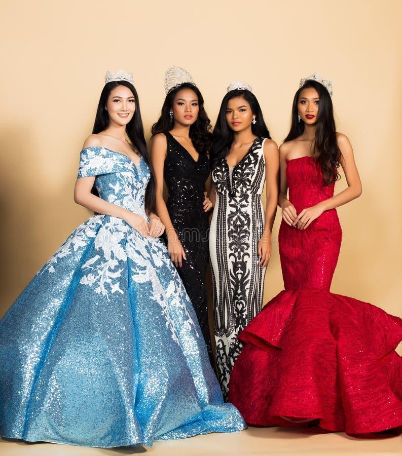 Competição da senhorita Beauty Pageant Queen no vestido asiático imagem de stock royalty free