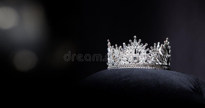 Competição de beleza de Diamond Silver Crown Miss Pageant fotos de stock royalty free