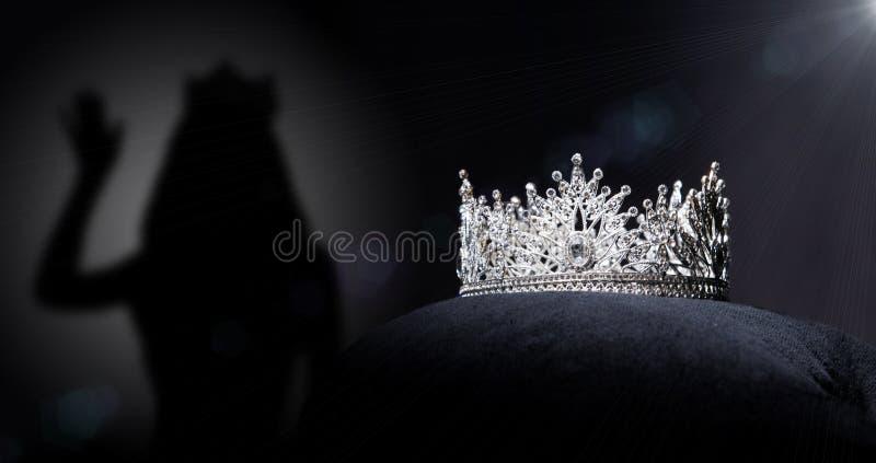 Competição de beleza de Diamond Silver Crown Miss Pageant fotografia de stock royalty free