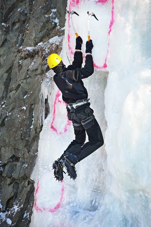 Competição de escalada do gelo no russo vladivostok imagens de stock
