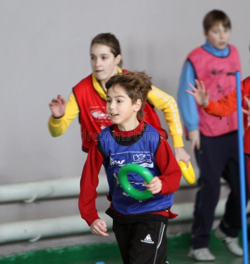 Competição do atletismo dos miúdos imagem de stock