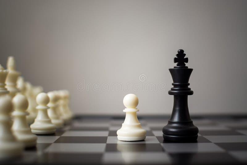 Competição do negócio de negócios pequenos e grandes, líderes da equipe foto de stock royalty free