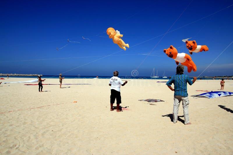 Competição do papagaio na praia do Capo do lo de San Vito, Sicília fotografia de stock royalty free