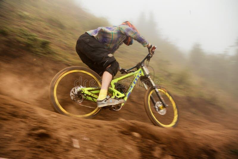 Competição extrema da bicicleta de montanha fotos de stock