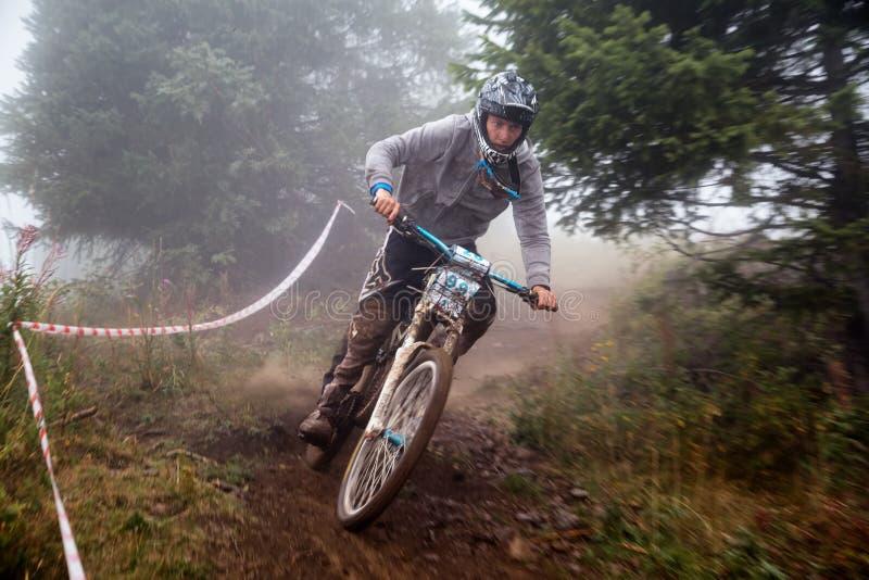 Competição extrema da bicicleta de montanha fotos de stock royalty free