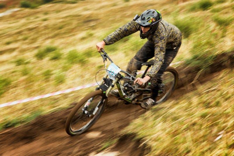 Competição extrema da bicicleta de montanha imagens de stock royalty free