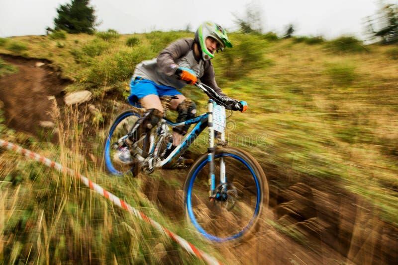Competição extrema da bicicleta de montanha imagens de stock