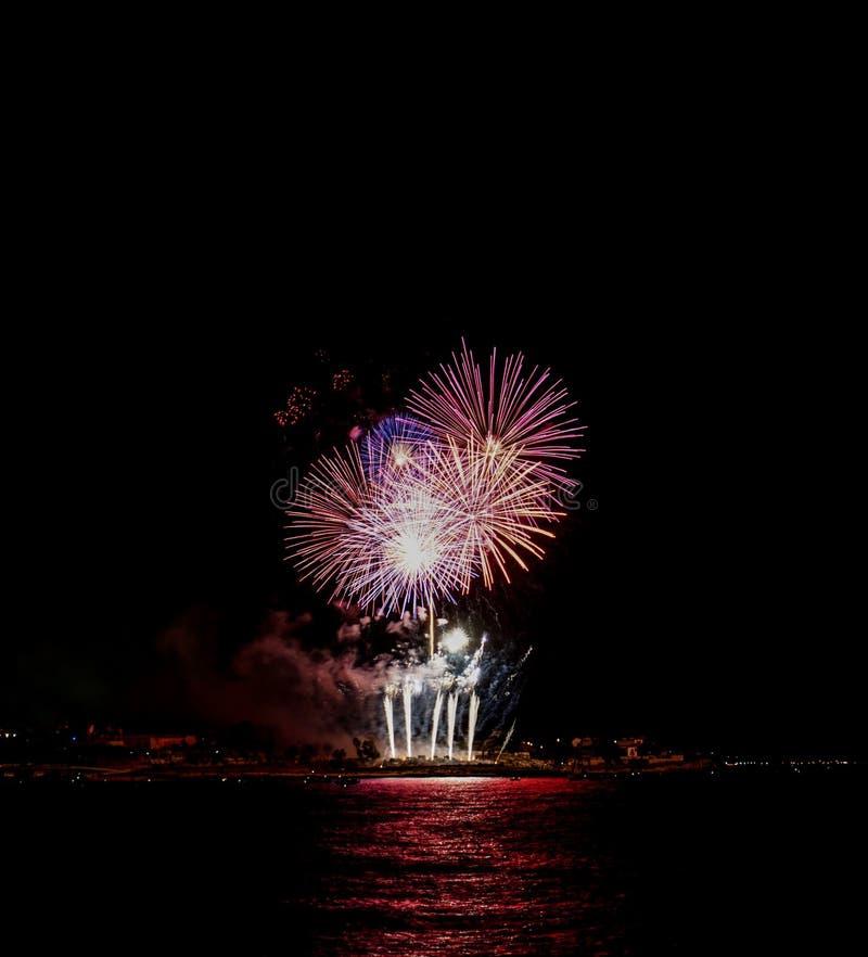 Competição internacional dos fogos-de-artifício da cidade de Tarragona foto de stock