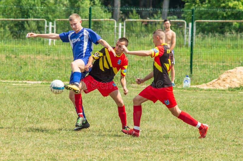 Competições amadoras do futebol na região de Kaluga de Rússia fotografia de stock royalty free