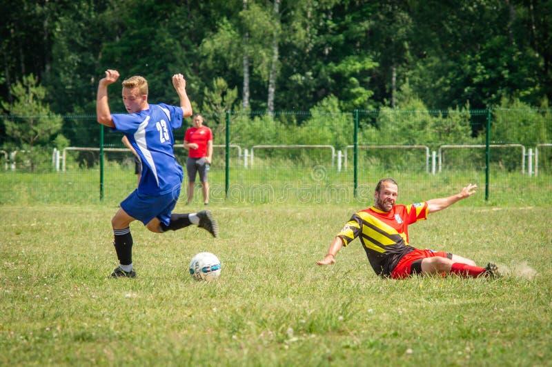 Competições amadoras do futebol na região de Kaluga de Rússia imagem de stock