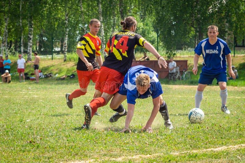 Competições amadoras do futebol na região de Kaluga de Rússia imagem de stock royalty free