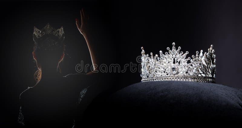 Competi??o de beleza de Diamond Silver Crown Miss Pageant imagem de stock royalty free