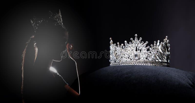 Competi??o de beleza de Diamond Silver Crown Miss Pageant fotografia de stock