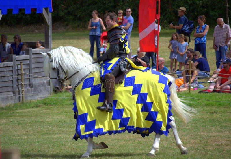 Competiam inglês de Hever Castle Jousting do cavaleiro fotos de stock royalty free