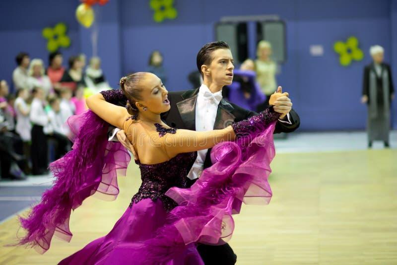 Competición de deporte del baile de los pares foto de archivo