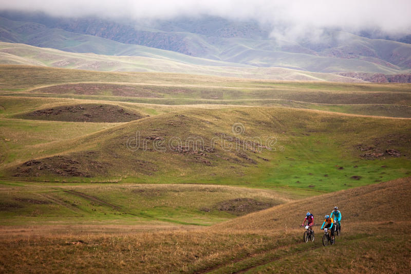 Competición de la bici de montaña de la aventura del resorte imagen de archivo libre de regalías