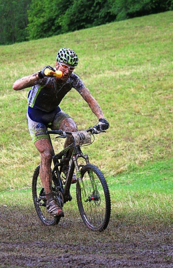 Competidor de la bici de montaña fotografía de archivo libre de regalías