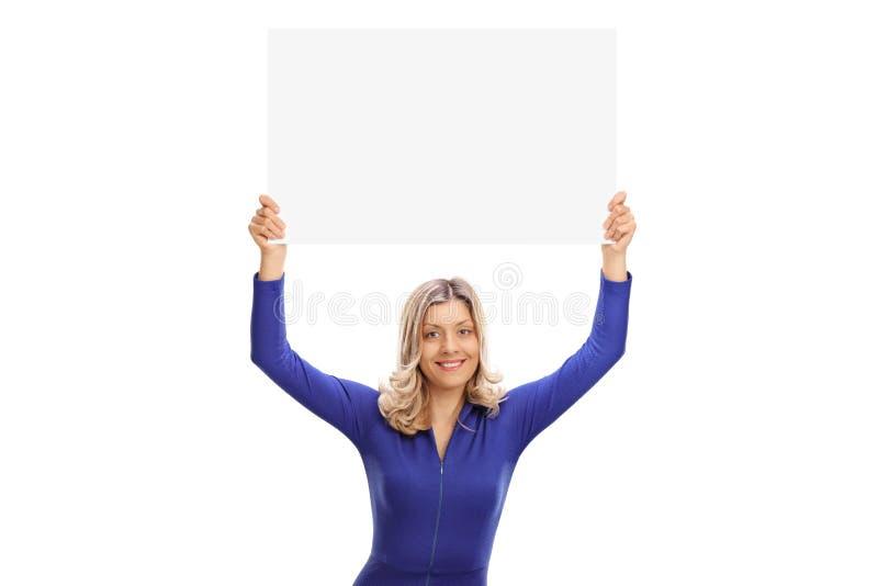 Competindo a mulher que guarda uma bandeira fotos de stock royalty free