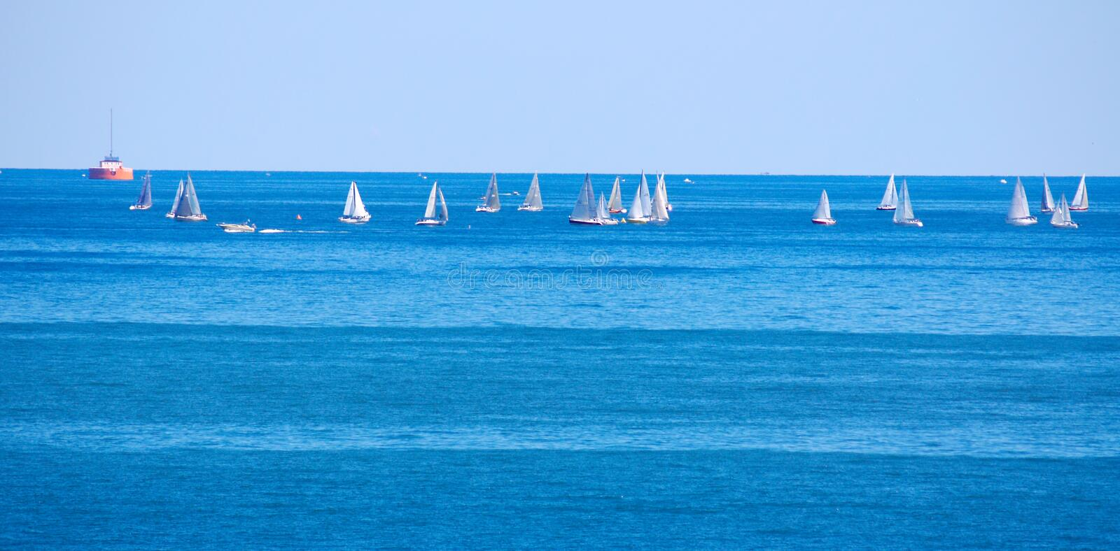 Competindo sailboats imagem de stock royalty free