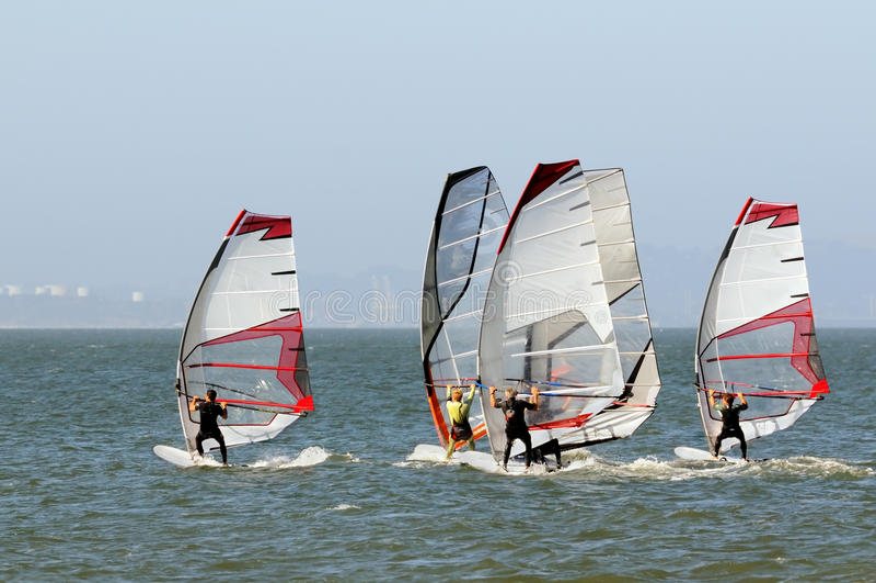 Competindo Windsurfers foto de stock royalty free