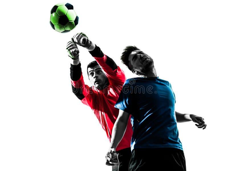 Competiti шарика рубрики голкипера футболиста 2 людей пробивая стоковое изображение