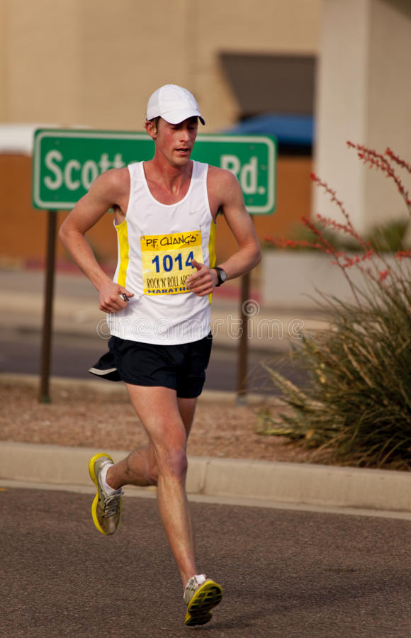 Competitor in the 2010 Phoenix Marathon. SCOTTSDALE, AZ - JANUARY 17: Chad Portwood races in the P.F. Chang's Phoenix Arizona Marathon on January 17th 2010 in stock photography