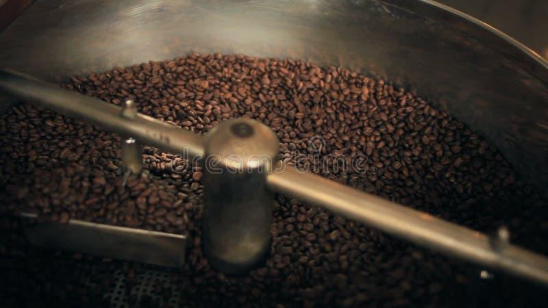 Compilatie van Organische Koffiebonen stock videobeelden