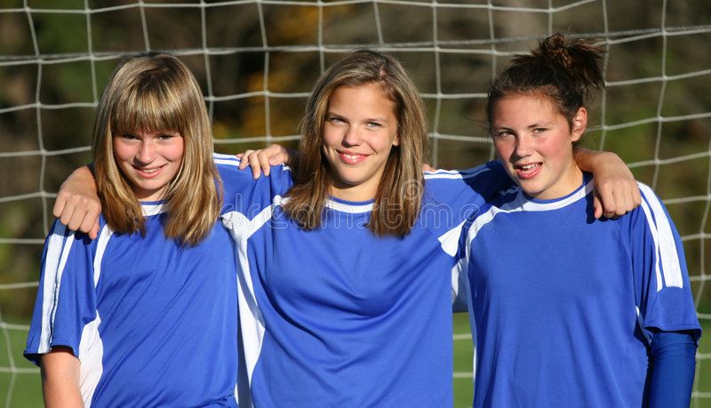 Compinches adolescentes del fútbol de la juventud fotos de archivo libres de regalías
