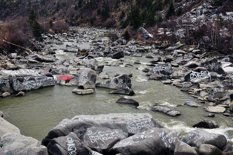 Complètement de la pierre d'Armani découpant la vallée photo libre de droits