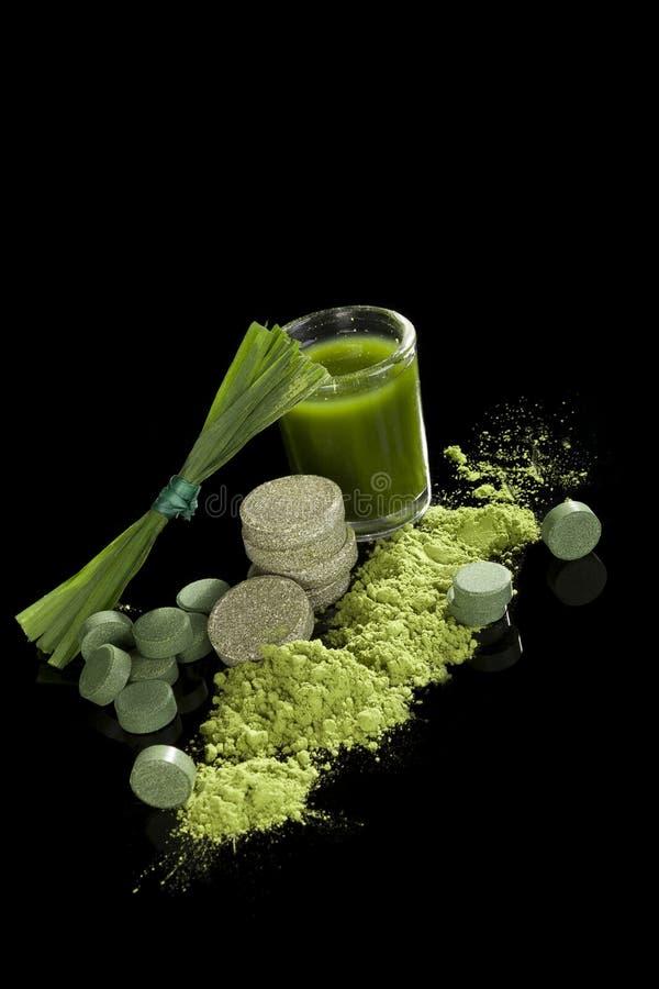 Complément alimentaire vert. image libre de droits