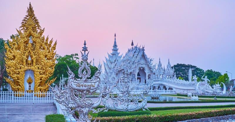 Complejo blanco por la tarde, Chiang Rai, Tailandia del templo imágenes de archivo libres de regalías