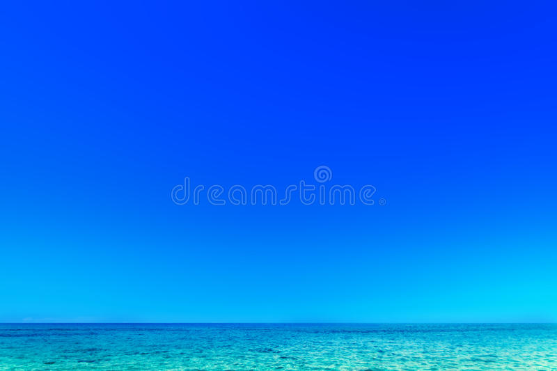 Complejo playero - mar y cielo tropicales hermosos - CCB de la escena del verano fotos de archivo