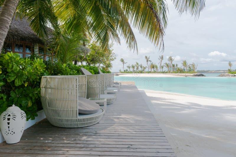 Complejo playero y hotel de la isla en los Maldivas para las vacaciones del día de fiesta imagen de archivo