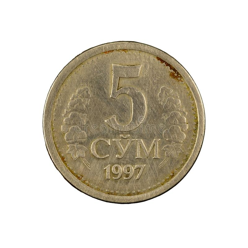 5 complemento della moneta 1997 del som dell'Uzbeco isolato su fondo bianco immagini stock