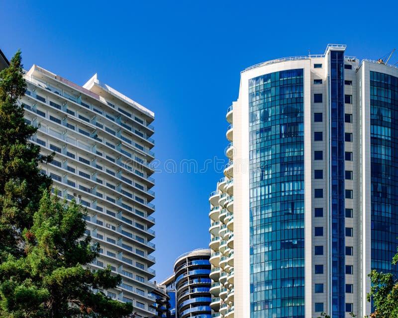 Complessi residenziali dal mare in Soci fotografia stock libera da diritti