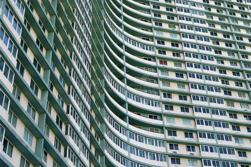 Complesso di costruzione enorme dell'appartamento a Avana, Cuba fotografia stock