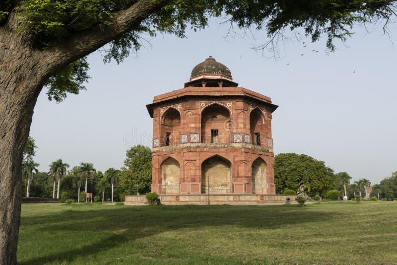 Complesso interno mandal di qila di purana di Sher a Delhi immagine stock