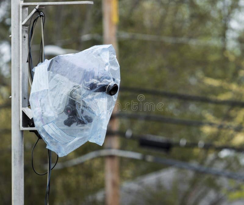 Completamente ha automatizzato la macchina fotografica di sistema cronometrante coperta in plastica a causa di pioggia immagini stock