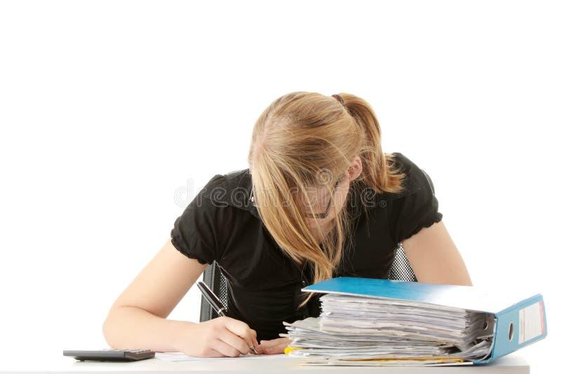 Completando formulários de imposto fotografia de stock