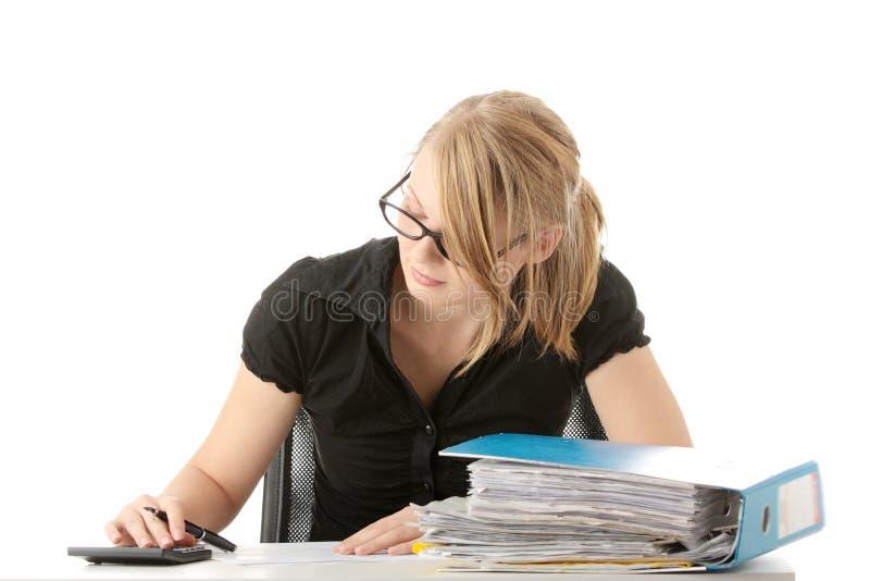 Completando formulários de imposto imagem de stock
